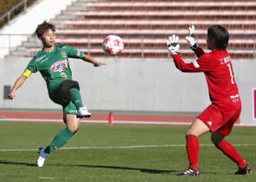 日テレ―日体大フィールズ横浜 前半、2点目のゴールを決める日テレ・田中。GK福田=パロマ瑞穂