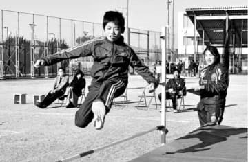 スポーツの楽しさ体験 小中高生ら220人 四国大 画像