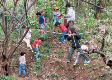 二宮の児童ら冒険遊び 東大跡地で「にのっこプレーパーク」毎月第1日曜に開催