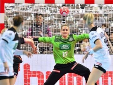 【オランダ-ドイツ】前半、ドイツゴールを守るエッカレ(12)=アクアドームくまもと(小野宏明)