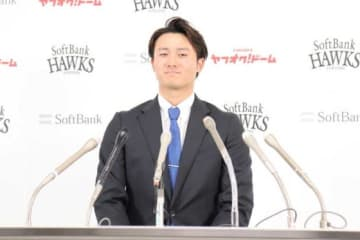 契約更改に臨んだソフトバンク・高橋純平【写真:福谷佑介】