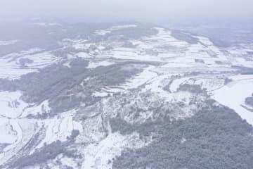 烏蒙山脈が雪化粧、水墨画のような風景に 貴州省畢節市