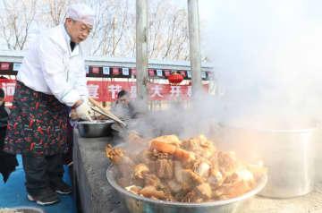 バヤンノール市で「河套豚宴節」開幕 内モンゴル自治区