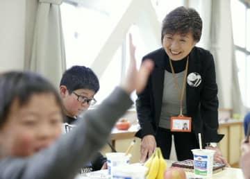 「文化活動の楽しさを知り、花開かせる仕掛けをたくさんつくりたい」と吐合紀子さん=九重町の飯田小
