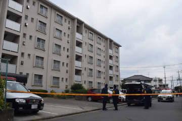 親子2人の遺体が見つかった団地=9日午前8時半ごろ、さいたま市桜区道場2丁目
