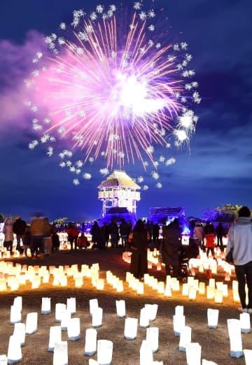 弥生の夜空に打ち上げられた約500発の花火=吉野ヶ里歴史公園