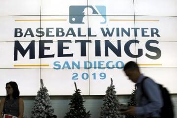 ウインターミーティングの会場に掲示されたロゴ=9日、サンディエゴ(AP=共同)