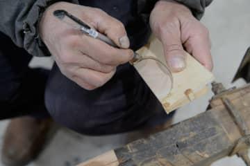 伝統のくし「榔橋木梳」作りの職人技 安徽省涇県