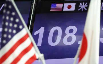 1ドル=108円台の円相場を示すボード=10日午後、東京・東新橋の外為どっとコム