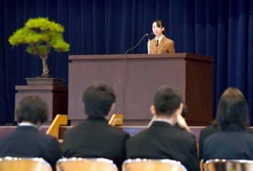 高校生が国際的な視点で意見を述べた発表会