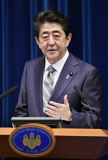 臨時国会の閉幕を受けて記者会見する安倍晋三首相=12月9日、首相官邸