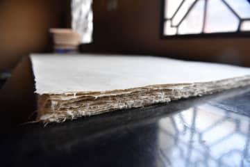 千年にわたり受け継がれる製紙法 陝西省西安市