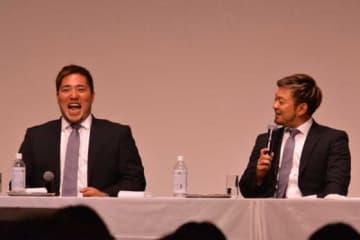 軽妙なトークを繰り広げた西武・山川穂高(左)と森友哉【写真:安藤かなみ】