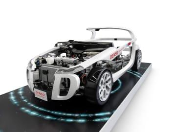 DensoとToyotaは、従来からパワー半導体、なかでもSiC半導体開発で協働歩調をとってきた。写真は2017年TMSで展示した独自半導体を搭載したモックアップ