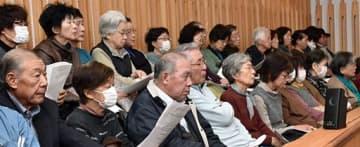 多くの町民で埋まった三戸町議会の傍聴席=10日午前、町役場内