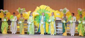 9月の公演のフィナーレの様子=川崎市麻生区の市アートセンター