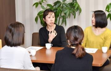 福井の暮らしで感じる悩みや不満を30~40代女性が語り合った座談会=福井県福井市の福井新聞社