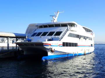 神戸に到着した双胴船「ぐらばあ」号(写真:三上公也)