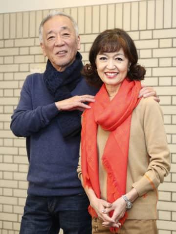 「夢スター歌謡祭」を前に、復帰への意気込みを語ったチェリッシュの松崎悦子(右)と夫の好孝=11日、東京都練馬区