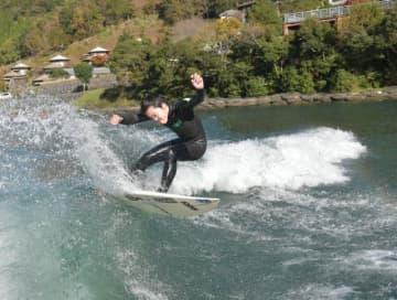 ウェイクサーフィンの全日本選手権で準優勝し、プロ資格を取得した高山一歩さん