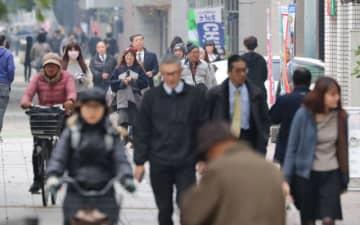 消費税増税の影響がじわりと現れ始めた県内。影響がいつまで続くのか注目が集まる=11日午後、宮崎市