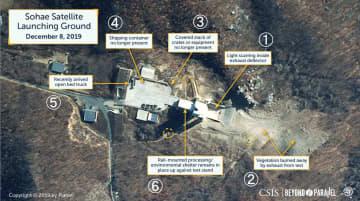 12月8日に撮影された北朝鮮・東倉里の「西海衛星発射場」の衛星写真。(1)排気口(2)焼失した植物(3)資材などがあった場所(4)コンテナがあった場所(5)荷台に屋根のないトラック(6)レールに取り付けられたシェルター(CSIS/Beyond Parallel/Airbus2019提供・共同)
