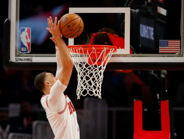Zach LaVine #8 of the Chicago Bulls misses an alley-oop pass against the Atlanta Hawks in the first half at State Farm Arena on November 06, 2019 in Atlanta, Georgia. - Kevin C. Cox/Getty Images North America/TNS