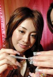 ネイリストとしても活動した小川淳子さん=2004月2月撮影