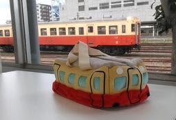 稲垣吾郎さんが自宅に今も飾っていると明かした小湊鉄道キハバッグ(小湊鉄道提供)