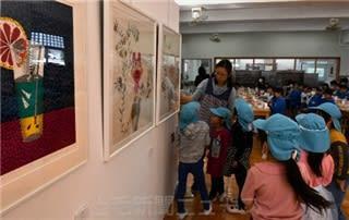 きょうは学校が美術館 館林四小に草間弥生さんやバンクシー作品