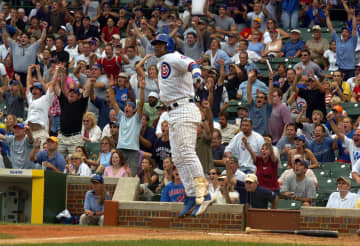 Chicago Cubs' Sammy Sosa watches his grand-slam home run sail out of the park against the Pittsburgh Pirates on Wednesday, Sept. 15, 2004. - PHIL VELASQUEZ/Chicago Tribune/TNS