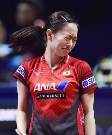 女子シングルス1回戦でポイントを奪われ悔しがる石川佳純=鄭州(共同)