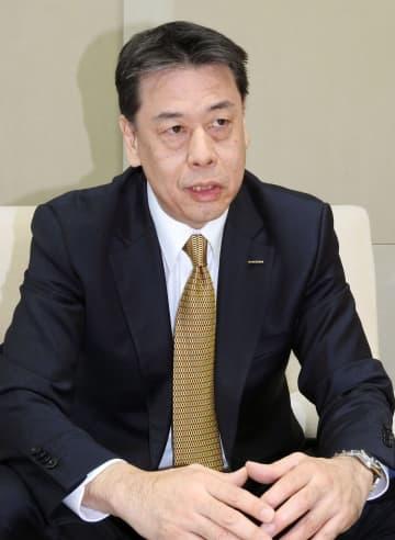 インタビューに応じる日産自動車の内田誠社長兼CEO=13日午前、横浜市