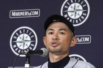 今季の日本開幕戦後に現役引退を表明したイチロー氏【写真:AP】