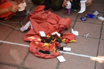 The national flag burnt on September 21 in Tuen Mun. Photo: inmedia.net.