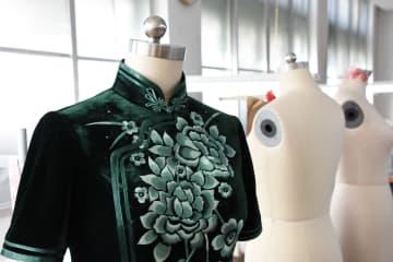 中国の伝統衣装チャイナドレスの美に触れる 天津市