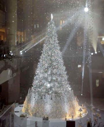 降雪イベント=横浜ランドマークタワー