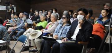 (資料写真)石垣市自治基本条例の廃止が報告され議論の行方を見守る傍聴席の市民=2日、石垣市議会