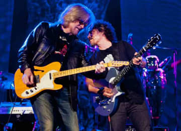 NASHVILLE, TN - JUNE 02: (L-R) Daryl Hall and John Oates of Hall & Oates perform at the Ryman Auditorium on June 2, 2013 in Nashville, Tennessee.