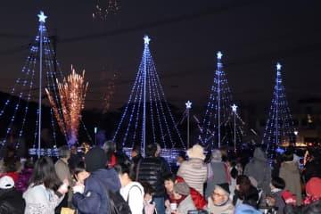 1万5千個のイルミネーションが冬の夜を彩った今福和一処祭=松浦市、今福大川橋周辺