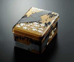 国宝を再現した300万円の蒔絵硯箱(東京国立博物館)