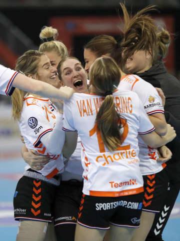 オランダ―スペイン 優勝し喜ぶオランダの選手たち=パークドーム熊本