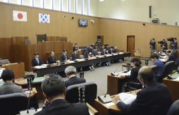 「イージス・アショア」の山口県配備を巡り、防衛省による説明が行われた萩市議会=18日