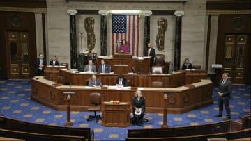 トランプ大統領の弾劾訴追決議案を審議する米下院=ワシントン(AP=共同)