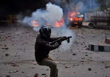警官が発砲、インドで2人死亡