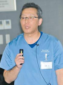 「心房細動」の症状や合併症、治療法などについて話す高橋科長
