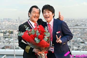 田中圭&吉田鋼太郎「おっさんずラブ-in the sky-」笑顔でクランクアップ!