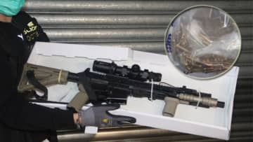 An AR-15 rifle found at a Jade Plaza flat. Photo: Apple Daily.