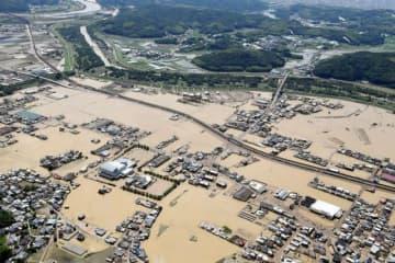 西日本豪雨で面積の3割が水没した倉敷市真備町地区=2018年7月9日