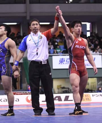 男子グレコローマンスタイル77キロ級で優勝した屋比久翔平=駒沢体育館(我喜屋あかね撮影)
